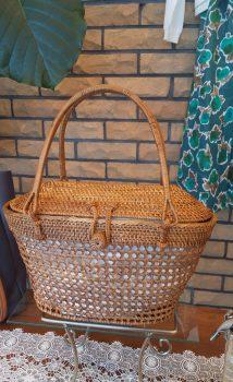 夏に  篭バッグ入荷